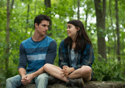 Teen millenials deal with life in 'The DUFF'