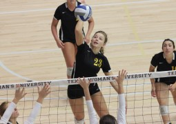 Volleyball defends undefeated streak